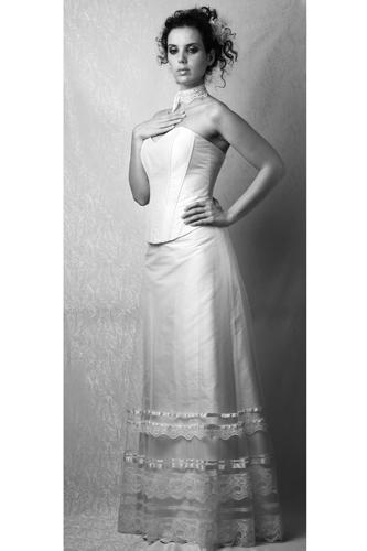 http://lolyrosemariage.free.fr/robe/blanc/lune%20de%20miel/lune%20de%20miel1.jpg